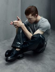 One can argue that Cameron Monaghan was the most electrifying thing about Gotham this season. His portrayal of Jerome fit beautifully within the iconic legacy of the Joker mythos. Shameless Mickey And Ian, Shameless Tv Show, Ian And Mickey, Jerome Gotham, Gotham City, Shameless Characters, Gotham Characters, Cameron Monaghan Gotham, Gotham Tv Series