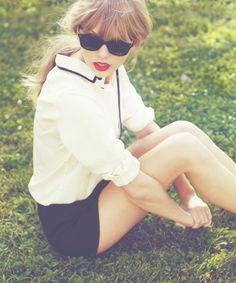 Fever: os looks da Taylor Swift - Moda it Taylor Swift Fotos, Estilo Taylor Swift, Taylor Swift Style, Taylor Alison Swift, Taylor Swift Fashion, Taylor Swift Red Album, Taylor Swift Photoshoot, Red Taylor, Mode Inspiration