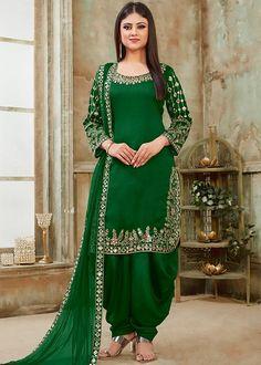 Suit Patiala Suit Designs, Kurti Designs Party Wear, Punjabi Dress, Punjabi Suits, Pakistani Dresses, Indian Fashion Dresses, Indian Outfits, Indian Gowns, Costumes Punjabi