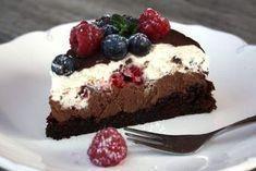 Čokoládová torta s mascarpone a ovocím - recept - My site Baking Recipes, Cookie Recipes, Dessert Recipes, Sweet Desserts, Sweet Recipes, Czech Recipes, Polish Recipes, Fudge Cake, Sweet Cakes