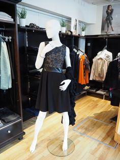 Kleid mit schwingendem Rock von Cristina Gavioli #itsfashion #outfit #cristinagavioli