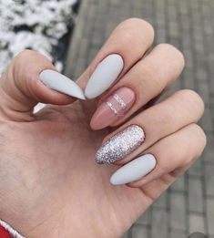 Semi-permanent varnish, false nails, patches: which manicure to choose? - My Nails Classy Nails, Stylish Nails, Trendy Nails, Nude Nails, Nail Manicure, Nail Polish, Hair And Nails, My Nails, Round Nails