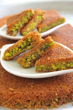 Golden Shredded Pastry Stuffed with Pistachios (Konafa) - Chef Osama Lebanese Desserts, Lebanese Recipes, Turkish Recipes, Lebanese Cuisine, Persian Recipes, Arabic Recipes, Arabic Dessert, Arabic Food, Arabic Sweets
