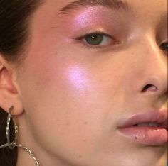pink highlight highlighter look makeup looks inspo ideas inspiration - Make Up Time Pink Makeup, Cute Makeup, Pretty Makeup, Hair Makeup, Pink Highlighter Makeup, 80s Makeup, Sparkle Makeup, Bright Makeup, Makeup Hairstyle