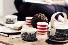 Marimekon teekannu ja kupit.  Kuva: Eeva Kolu