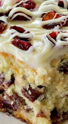 CHRISTMAS CRANBERRY COFFEE CAKE - Easy Cranberry Coffee Cake is perfect Christmas dessert! Loaded with cranberries and white chocolate chips and topped with cream cheese frosting is a family favorite! Tasty Kitchen, Kitchen Recipes, Baking Recipes, Cake Recipes, Dessert Recipes, Dessert Ideas, Costco Recipes, Healthy Recipes, Pasta Recipes