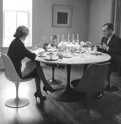 Aline, Eames and Eero enjoy dinner at home in Bloomfield HIlls, 1959 | PC: Manuscript Archives, Yale University Press | Knoll Inspiration