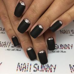 What Christmas manicure to choose for a festive mood - My Nails Classy Nails, Stylish Nails, Trendy Nails, Matte Black Nails, Black Acrylic Nails, Black Sparkle Nails, Nail Manicure, Gel Nails, Black Wedding Nails