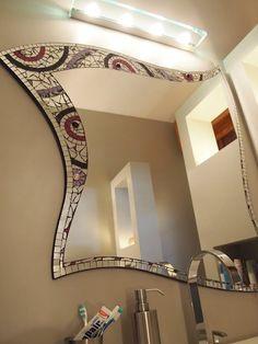 Specchio a mosaico. Mosaic mirror: