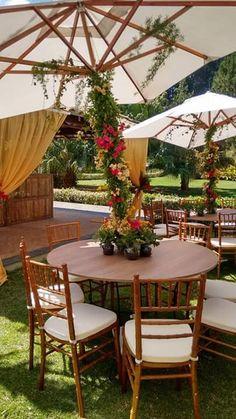 Mesa de convidados - #gardentable #tiffanychair #umbrellatable #mesadeconvidados #mesadejardim #cadeiratiffanyimbuia #mesacomombrelone #ombreloneornado