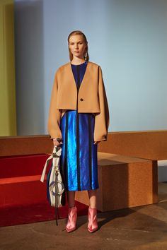Look 18 from the DVF Fall 2017 collection.