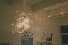 DIY Glass Chandeliers : Bubble Chandelier by Mint Love Social Club Vanity Light Bulbs, Diy Light Fixtures, Bubble Chandelier, Brass Chandelier, Balloon Chandelier, Chandeliers, Diy Luz, New Year Diy, Led Diy