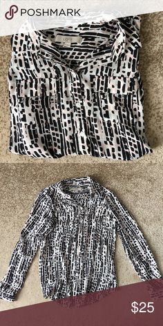 ANN TAYLOR LOFT PATTERNED BUTTON DOWN Loft patterned button down with optional roll up sleeves. In excellent condition! LOFT Tops Button Down Shirts