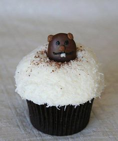 groundhog day cakes | Adorable groundhog cupcake for Groundhog Day and ...
