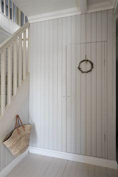 Kustavilaistuolit ja puputyyny Farmhouse Fabric, Farmhouse Style, White Painted Floors, Entry Stairs, Living Styles, Ship Lap Walls, Closet Bedroom, First Home, Beautiful Homes