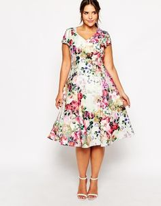 Aumentar Vestido a media pierna escotado con estampado floral de Truly You