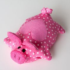 Sewing gifts to make scrap fabric pin cushions 67 Ideas Sewing Toys, Sewing Crafts, Sewing Projects, Softies, Plushies, Crochet Christmas Gifts, Crochet Gifts, Crochet Toys, Christmas Crafts