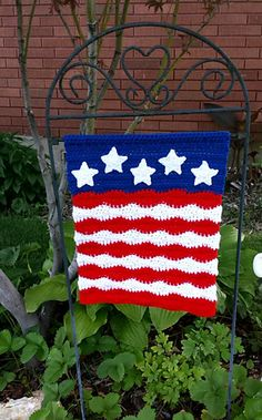 Ravelry: July Garden Flag & More crochet pattern by Heidi Yates Holiday Crochet, Crochet Home, Crochet Crafts, Yarn Crafts, Diy Crafts, Knit Crochet, Yarn Projects, Crochet Projects, Cute Quilts