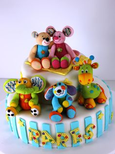 Toy Animal Birthday Cake ~ super cute!