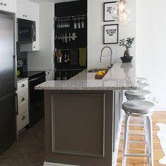 London White Granite Countertops, Contemporary, kitchen, Benjamin Moore White Dove, Sabbe Interior Design