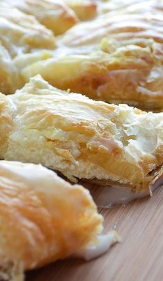 A simple and delicious recipe for Lemon Ricotta Danish that uses puff pastry so it only takes a few minutes to make! Lemon Desserts, Lemon Recipes, Just Desserts, Delicious Desserts, Yummy Food, Health Desserts, Pastry Recipes, Cooking Recipes, Cooking Tips