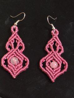Macrame gothic earrings with fasetted labradorit por ARTofCecilia