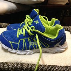 FILA RUNNING SHOES Fila Running Shoes, size 6 men's, 7 1/2 women's. 7/10 condition. Gently used. Fila Shoes Athletic Shoes