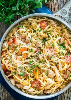 This Jacked-Up Chicken Scampi with Linguine is my fresh take on a classic Italian dish. This chicken scampi bursts with mouth-watering flavors like bright lemon, perfectly al dente linguine and cooked down tomatoes. Pasta Linguini, Chicken Linguine, Garlic Chicken Pasta, Chicken Noodles, Skillet Chicken, Easy Skillet Meals, Easy Meals, Linguine Recipes, Seafood Recipes