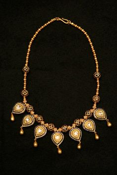 Old Indian Gold Necklace with 22kt gold, sapphire and diamonds | 19th Century.