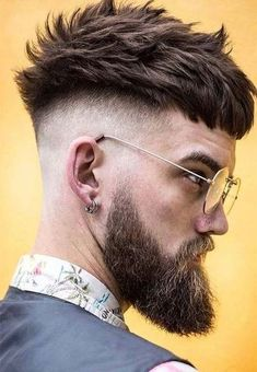 Cool Haircuts for Men 2021 Medium Fade Haircut, Top Fade Haircut, Crop Haircut, Male Curly Hair, Curly Hair Styles, Bald Fade, Hipster Hairstyles, Men's Hairstyles, Hairstyles Pictures
