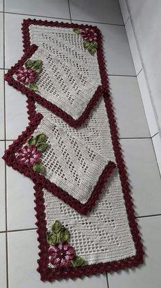Crochet table runner free pattern squares ideas for 2020 Crochet Scarf Easy, Crochet Pillow, Crochet Doilies, Free Crochet, Crochet Rug Patterns, Knitting Patterns, Crochet Rugs, Crochet Squares Afghan, Crochet Carpet