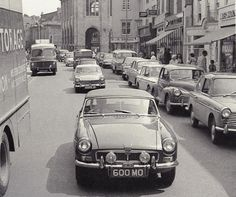 MGB Road Testing Abingdon High Street Factory Fitted Optional Lucas WFT WLR 576 Lamps Wood and Burrell Page 89.JPG