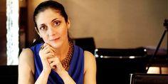 Espido Freire: 'Teresa de Jesús tuvo una época en la que sólo le interesaban los trapos, los cosméticos y los cotilleos'