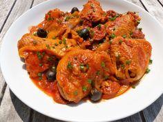 Hauts de cuisse de poulet au chorizo Chorizo, Tandoori Chicken, Shrimp, Ethnic Recipes, Table, Food, Chicken Legs, Tagliatelle, Poultry