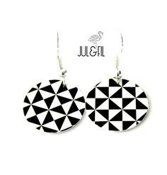 Dormeuses bois géométriques triangles noir blanc de la boutique JULetFIL sur Etsy