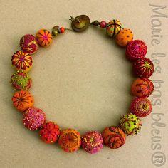 beautifully embroidered felt ball necklace via L'annexe de Marie blog