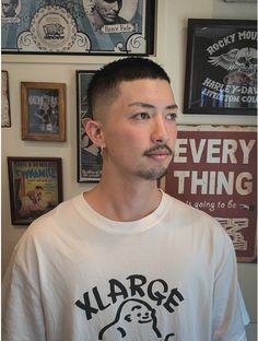 Mullet Hairstyle, Asian Men Hairstyle, Asian Short Hair, Short Hair Cuts, Men Short Hair, Camisa Guess, 1980s Fashion Trends, Shot Hair Styles, Skinhead