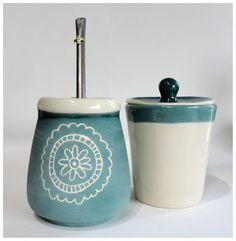 Cerámica y Diseño-Tres Margaritas: Mates Ceramic Pots, Ceramic Clay, Ceramic Pottery, Pottery Lessons, Clay Bowl, Painted Plates, Mandala, Sgraffito, Tea Accessories