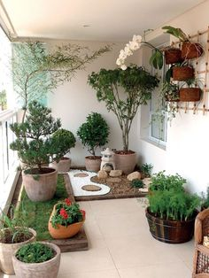 Inspiring small japanese garden design ideas 13 Perhaps it doesn't be as comfortable as what we always want basically since it is hard but it's one of […] Apartment Balcony Garden, Small Balcony Garden, Rooftop Garden, Balcony Ideas, Balcony Gardening, Balcony Decoration, Container Gardening, Urban Gardening, Patio Ideas