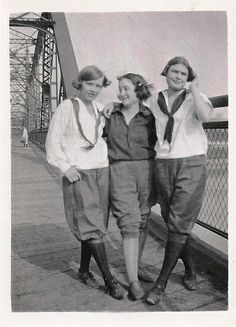 Burlington, Iowa, Bridge, Girls, Fashion, Vintage, 1920s