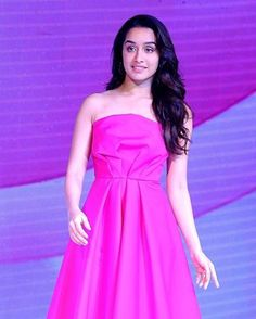 She is just too cute in this pink attire Shraddha Kapoor Stylish Girl Images, Stylish Girl Pic, Beautiful Bollywood Actress, Beautiful Indian Actress, Bollywood Style, Shraddha Kapoor Cute, Prity Girl, Sraddha Kapoor, Bollywood Celebrities