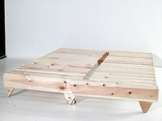Sofa from a wooden beam. Wooden Pallet Furniture, Kids Furniture, Furniture Design, Lounge Furniture, Futon Sofa Cama, Canapé Diy, Wood Futon Frame, Sofa Bed Design, Diy Sofa