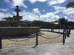 Cadenas que rodean la Pileta de la Plaza de Armas de Cajamarca.