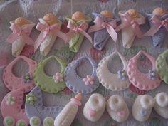 Cupcakes: Lindos bebes, baberos y coches en masa elástica para baby shower.