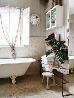 Le style de Kara Rosenlund via the design files Rustic Bathroom Designs, Rustic Bathrooms, Large Bathrooms, Bathroom Vintage, Bathroom Small, Bathroom Storage, Dream Bathrooms, Beautiful Bathrooms, Brisbane