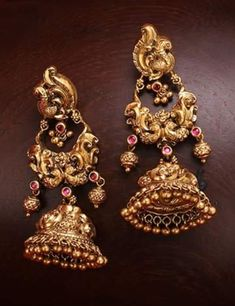 Gold Jhumka Earrings, Gold Bridal Earrings, Jewelry Design Earrings, Gold Earrings Designs, Gold Jewellery Design, Antique Earrings, Bridal Jewelry, Gold Necklace, Gold Temple Jewellery