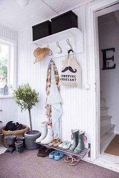 entrance hallway (Ikea grundtal wall shelf as shoe rack) large rattan basket for bits and pieces Entrance Decor, House Entrance, Hallway Inspiration, Home Decor Inspiration, Hall Deco, Sweet Home, Hallway Storage, Entry Hallway, House Built