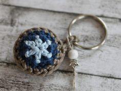 keychain / portachiavi / Schlüsselanhänger / obesek za ključe / by MaraBee´s Welt Love Crochet, Crochet Gifts, Diy Crochet, Crochet Flowers, Crochet Toys, Tutorial Crochet, Diy Tutorial, Crochet Keychain, Diy Keychain