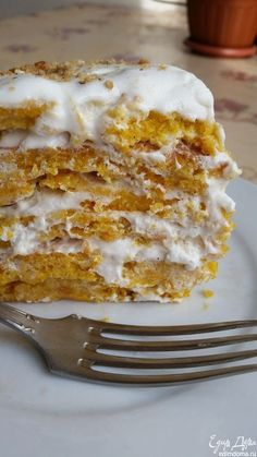 Pumpkin cake with orange and nuts under white chocolate.- Pumpkin cake with orange and nuts under white chocolate Oreo Dessert, Pumpkin Dessert, Easy Cake Recipes, Sweet Recipes, Dessert Recipes, Mini Desserts, Pastry Recipes, Cooking Recipes, Healthy Vegetable Recipes