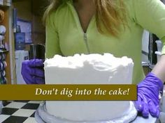 great tutorial on how to frost a cake so it looks like fondant. Viva paper towel is the answer!